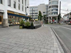 Breiter Bürgersteig am östlichen Neumarkt